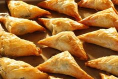 How to make the Greek appetizer Spanakopita.demonstrated by professional cooking teacher and former caterer Betty Bannerman Busciglio. Spinach Appetizers, Greek Appetizers, Appetizer Recipes, Greek Recipes, Raw Food Recipes, Baking Recipes, Easy Recipes, Savory Pastry, Good Food