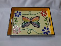 Lovely serving tray with center butterfly Mosaic Tray, Mirror Mosaic, Mosaic Glass, Mosaic Crafts, Mosaic Projects, Projects To Try, Mosaic Patterns, Flower Patterns, Butterfly Mosaic