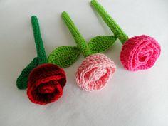 Prendas de Natal até 10€ (Sugestões Maparim) | Maparim Borboleta Crochet, Knitted Flowers, Flower Crochet, Crochet Bouquet, Fabric Ribbon, Hair Pins, Lana, Tatting, Collars