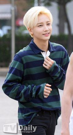 Oh Jeonghan your hair... So short and blond yet PERFECT