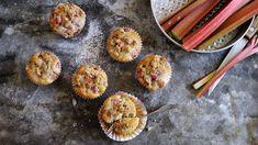 Malé špaldové koláčky se šťavnatou rebarborou akřupavou máslovou drobenkou vám zachutnají. Akdyž přidáte marcipán, dotáhnete je kdokonalosti. Kefir, Breakfast Recipes, Brunch, Treats, Sweet, Food, Sweet Like Candy, Candy, Goodies