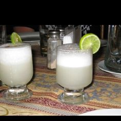 The drink of Peru - Pisco Sour. Not bad!!!!