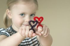 Heart-Shaped Pipe Cleaner Rings - Valentine's Day craft for kids. Make one in minutes!