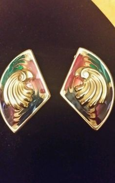 Beautiful vintage gold tone and muticolor clip on earrings