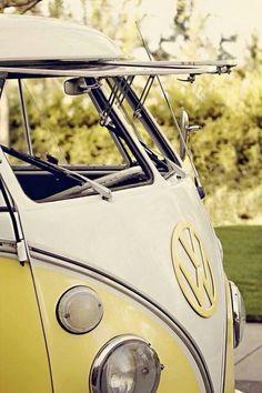 Vintage Anniversary at a Kelowna Winery - Combi Volkswagen Volkswagen Transporter, Volkswagen Bus, Bus Camper, Vw Caravan, Kombi Motorhome, Honda Shadow, Vespa, Cars Vintage, Vw Camping