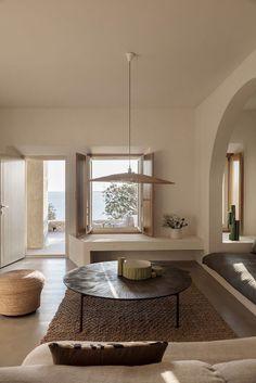 Esprit minimaliste pour ce séjour qui laisse le regard se faire happer par le d... #décoration #Esprit #faire #happer