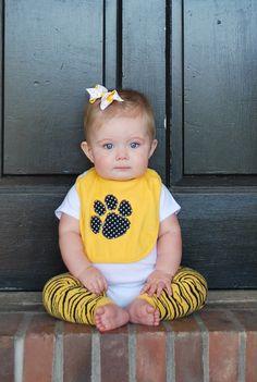 Mizzou Baby scaldamuscoli Tiger Stripes nero e oro di kakabaka, $12.00
