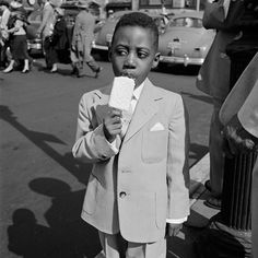 New York, April 10, 1955. © Vivian Maier/Maloof Collection, Courtesy Howard Greenberg Gallery, New York