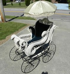 Wicker baby buggy