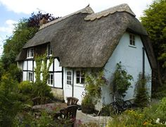 Lovely old English cottage home in good repair. 19th century or older.