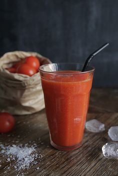 juice for healthy skin color - tomatoes, papaya, red bell pepper.