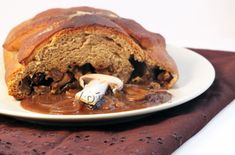 Brioche filled with Chestnuts, Prunes & Mushrooms with its Umami Sauce Other Recipes, Veggie Recipes, Healthy Recipes, Gluten Free Cooking, Vegan Gluten Free, Vegan Christmas, Cheat Meal, Cheesesteak, Pulled Pork