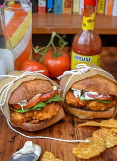 Vegan Wendy's Mock Spicy Chicken Sandwich w/ Meatfree Breaded Chicken Patty — The Vegan Caveman It is time for Wendy's Spicy Chicken recreationnnn. Really, this is just an epic spicy chicken sa Vegan Dinner Recipes, Whole Food Recipes, Vegetarian Recipes, Cooking Recipes, Vegan Sandwich Recipes, Vegan Chicken Recipes, Tofu Sandwich, Breaded Chicken Recipes, Vegetarian Chicken
