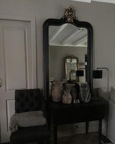 "Inge van Amerongen on Instagram: ""Shabby…"" Oversized Mirror, Shabby, Vanity, Furniture, Instagram, Home Decor, Dressing Tables, Powder Room, Decoration Home"