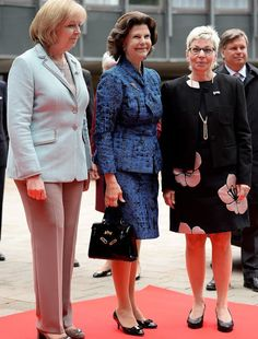 On May Queen Silvia of Sweden visit the plenary hall of the regional parliament in Duesseldorf, western Germany. Princess Sofia, Princess Victoria, North Rhine Westphalia, Queen Silvia, Princess Madeleine, Swedish Royals, Formal, Outfits, Germany