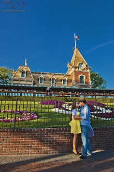 Disney World Engagement Photo Disney Engagement Pictures, Disneyland Engagement Photos, Disneyland Photos, Disney Pictures, Disney Pics, Wedding Pictures, Walt Disney, Disneyland Outfits, Park Pictures