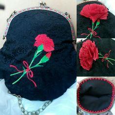Bolso de tela echo a mano con clavel bordado.  handmade bag with embroidery carnation.