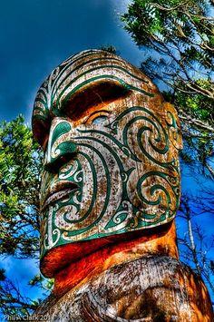 Tiki Totem, Tiki Tiki, Maori Face Tattoo, Maori Art, Wood Carvings, Totems, Moana, Art Boards, Modern Art