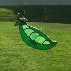 stained glass pea pod suncatcher, stain glass peas, peas in a pod, garden decor, green glass, glass sun catcher