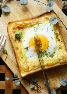 *極上ラピュタパン* 目玉焼きの周りをマヨネーズで囲ったレシピ。ぷるぷるの半熟卵がとっても美味しそう!
