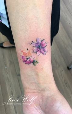 Flower wrist tattoo – foot tattoos for women flowers Creative Tattoos, Great Tattoos, Mini Tattoos, Beautiful Tattoos, Body Art Tattoos, Tattoos For Guys, Tatoos, Arrow Tattoos, Word Tattoos