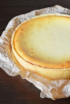 Cheesecake a classic - small culinary- Käsekuchen ein Klassiker – Kleines Kulinarium Probably the creamiest and best cheesecake there is. The search is over! This recipe is the ultimate cheesecake recipe - Ultimate Cheesecake, Cheesecake Recipes, Classic Cheesecake, No Bake Desserts, Dessert Recipes, German Baking, German Desserts, No Bake Cake, Sweet Recipes