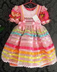 Nosso modelinho #caipira de avental continua fazendo sucesso com as mamães! E teve encomenda pras princesas que preferem rosa!! … O ateliê - Ateliê de Moda Infantil ✂ Tv. Roberto Cober - Cidade Nova, Ilhéus - BA Tel. (73) 98896-8261 Whatsapp ✔