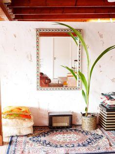 Kokospalm met spiegel Where The Heart Is, Houseplants, Oversized Mirror, Living Room, Diy, Inspiration, Furniture, Design, Home Decor