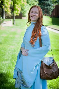 Shallan Davar Cosplay Shallan Cosplay-- Words of Radiance Cosplay as Shallan Davar from the Stormlight Archive by Brandon Sanderson. Brandon Sanderson Stormlight Archive, The Way Of Kings, The Kingkiller Chronicles, Children's Book Characters, King Costume, Military Looks, Blue Silk Dress, Fantasy Costumes, Best Cosplay