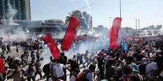 Συγκλονιστικές εικόνες από τα επεισόδια στην Τουρκία: Στην πλατεία Ταξίμ κατέφτασαν εκατοντάδες χιλιάδες πολίτες, ενώ διαδηλώσεις ξεκίνησαν και σε δεκάδες άλλες πόλεις στην Τουρκία. Istanbul, Times Square, Police, Trail, Activists, Prime Minister, Park, Canisters, City