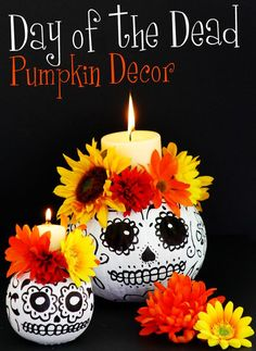 These Day of the Dead skull pumpkin candle holders are and easy DIY project that will make a fun centerpiece and are also ideal for a Day of the Dead altar. At home we celebrate El Dia de los Muertos Moldes Halloween, Halloween 2015, Holidays Halloween, Halloween Pumpkins, Halloween Crafts, Holiday Crafts, Holiday Fun, Halloween Decorations, Halloween Makeup