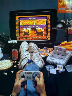 Cuando los videojuegos molaban | Flickr - Photo Sharing! (Note: that's a Super Famicom, the Japanese SNES, but otherwise everything looks very American)