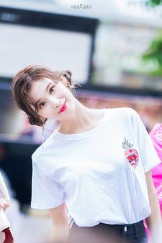 Kpop Girl Groups, Korean Girl Groups, Kpop Girls, Nayeon, Sana Cute, Sana Momo, Queens, Sana Minatozaki, Twice Once