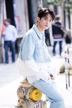 181104 Naver x Dispatch Update with #MARK - Downtown LA, USA (181011)