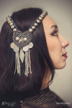 Copricapo romantico tribal fusion con strass cuore medaglioni