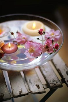 Altar in a bowl - floating candles and flowers. So simple .for your sacred space. Floating Flowers, Floating Candles, Candels, Candle Lanterns, Hanging Candles, Deco Zen, Deco Floral, Floral Design, Deco Table
