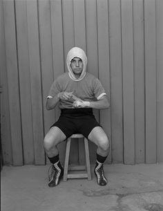Boxeadores, 1987 | PAZ ERRÁZURIZ Tina Modotti, Walker Evans, Gordon Parks, Sporty, Style, Fashion, Black Photography, Black And White, Costumes
