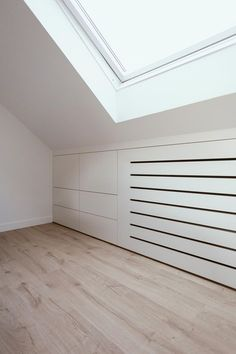 Vovosa interieurbouw - Wit eiken zolder betimmering Cupboard Design, Loft Room, Home, Bedroom Cupboards, Loft Spaces, Home Deco, Bedroom Design, Attic Storage, Loft Conversion Wardrobes