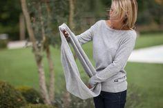 Double col ou écharpe, à mettre autour du cou ou des épaules 100 % cachemire.  Disponible en gris clair, écru, noir, bleu marine, vert et marsala.