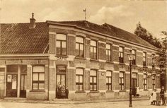 Cafe Heinink aan de Ganzenmarkt in Oldenzaal in de jaren '20 Louvre, Building, Travel, Viajes, Buildings, Trips, Construction, Tourism, Architectural Engineering