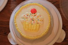 wilton cupcake cake | ... wilton cake decorating class these are our first cakes decorated we