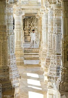 inside Jain temple of Ranakpur, India India Architecture, Religious Architecture, India Landscape, Indian Natural Beauty, Jain Temple, Golden Temple, Hampi, India And Pakistan, India Travel