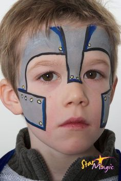 Ridder schminken | Stap-voor-stap ridder schminken Facial Painting, Hulk Face Painting, Face Painting For Boys, Mike The Knight, Kids Makeup, Face Makeup, Medieval Party, Knight Party, Easy Diy Costumes