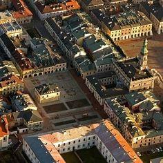 Stare Miasto w Zamościu jest wpisane na Listę Światowego Dziedzictwa UNESCO więc jest pod szczególną opieką konserwatorską. Wszystkie rozwiązania przestrzenne, funkcjonalne oraz detale architektoniczne, a także przyjęte materiały i technologie wykonania zostały zawarte w projektach budowlanych i uzgodnione z Wojewódzkim Konserwatorem Zabytków w Lublinie Delegatura w Zamościu. http://www.sztuka-krajobrazu.pl/444/slajdy/przestrzen-publiczna-w-zamosciu-ndash-rynek-wodny-i-rynek-solny