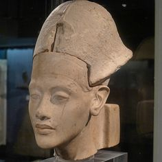 /Echnaton, Kestner-Museum in Hannover Ancient Egyptian Artifacts, Egyptian Pharaohs, Ancient Symbols, Ancient Aliens, Ancient Art, Modern Egypt, Old Egypt, African History, Museum
