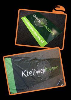 Voor Kleijweg Hoveniers heeft Screen Promotion een mooie vlag en een aantal mooie bordjes gemaakt.