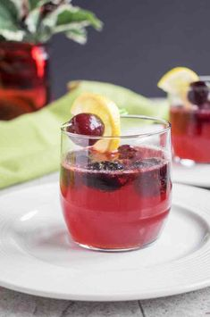Dark Cherry Amaretto Sour - A delicious holiday cocktail that's perfect any time of year! With frozen cherries, homemade sour mix and common ingredients. Amaretto Drinks, Amaretto Sour, Chambord Cocktails, Pina Colada, Sangria, Homemade Sour Mix, Baked Cod Recipes, Fish Recipes, Best Afternoon Tea