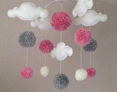 Nuages - Cot mobile - mobiles de bébé et fille de bébé pom poms - Cloud Mobile - mobile - décor de pépinière - pépinière de Pastel - rose, blanc et gris