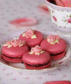 Raspberry macaroons for a garden or tea theme party