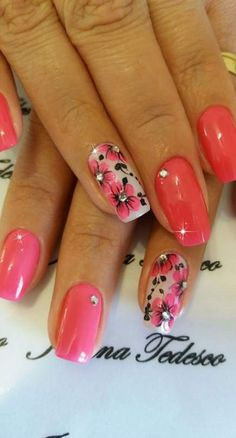 Semi-permanent varnish, false nails, patches: which manicure to choose? - My Nails Neon Nails, Pink Nails, My Nails, Diy Nail Designs, Short Nail Designs, Trendy Nails, Cute Nails, Coral Nails With Design, Coral Design